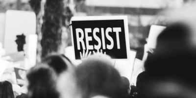Resistir é inútil...